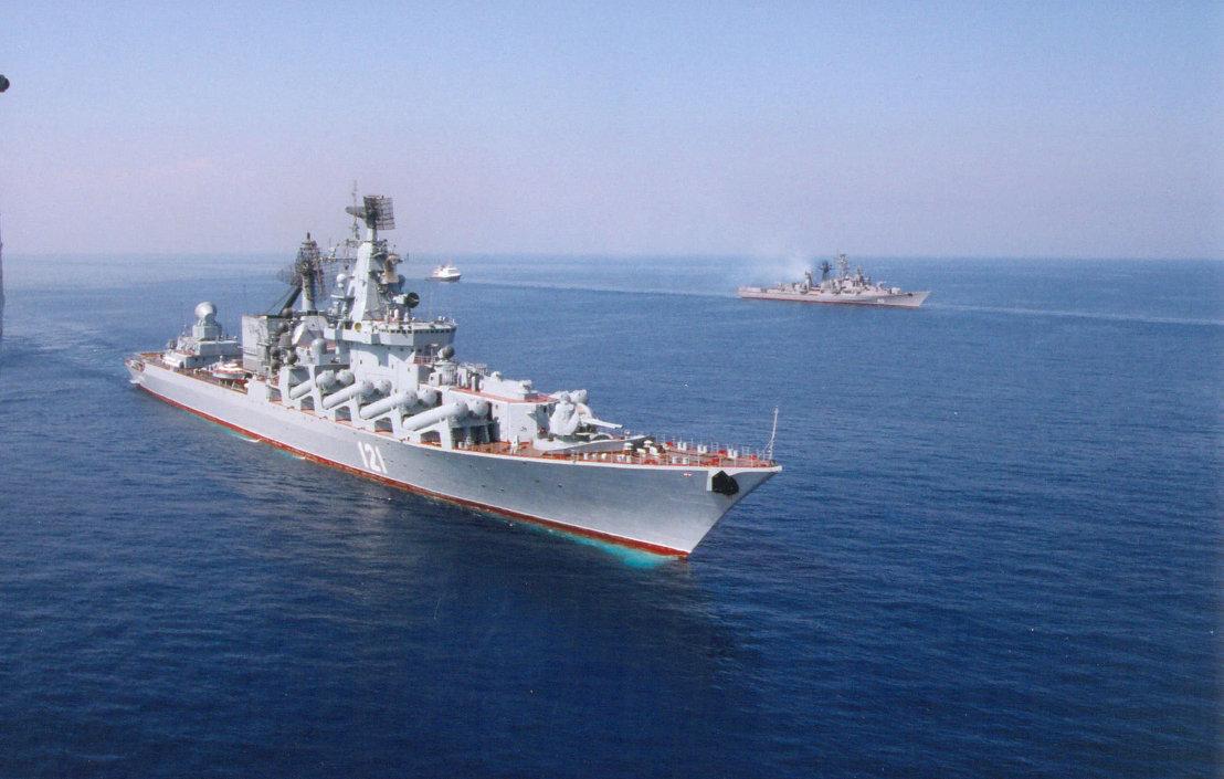 """بالصور... طراد """"موسكو"""" الجبار يقتحم بحار العالم بصواريخ """"إس – 400""""   1014277674"""