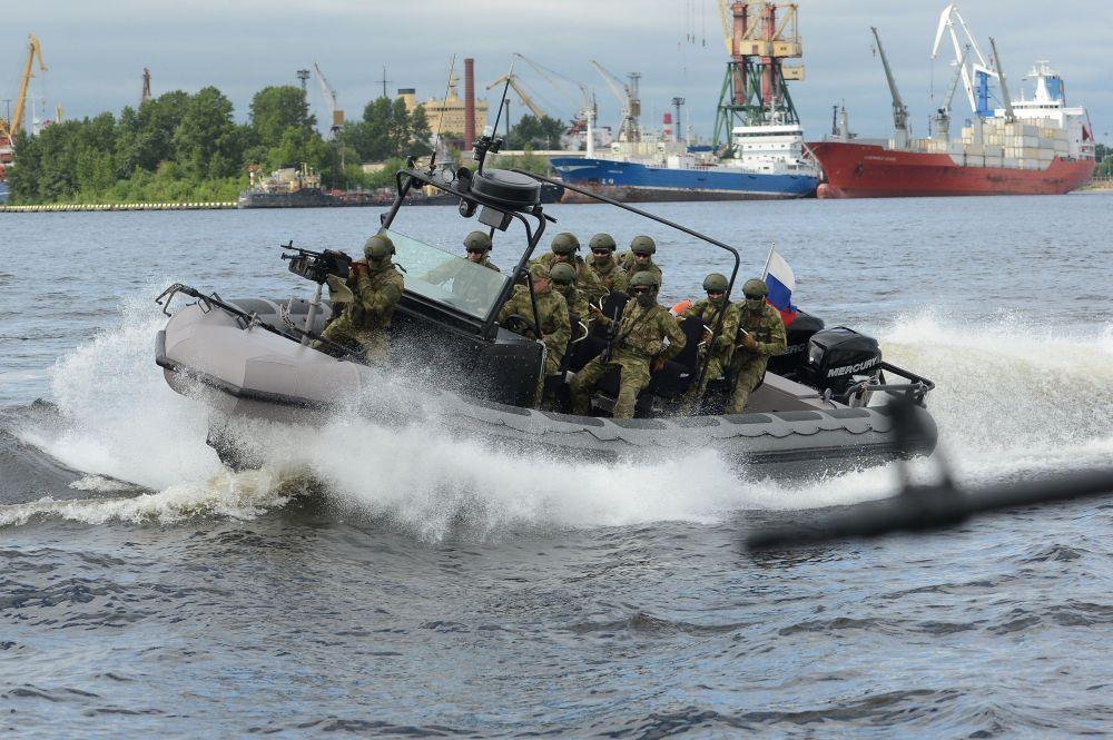 المعرض الدولي العسكري البحري في مدينة سان بطرسبورغ  1014826062