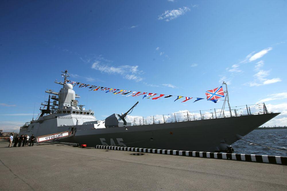 المعرض الدولي العسكري البحري في مدينة سان بطرسبورغ  1014826868