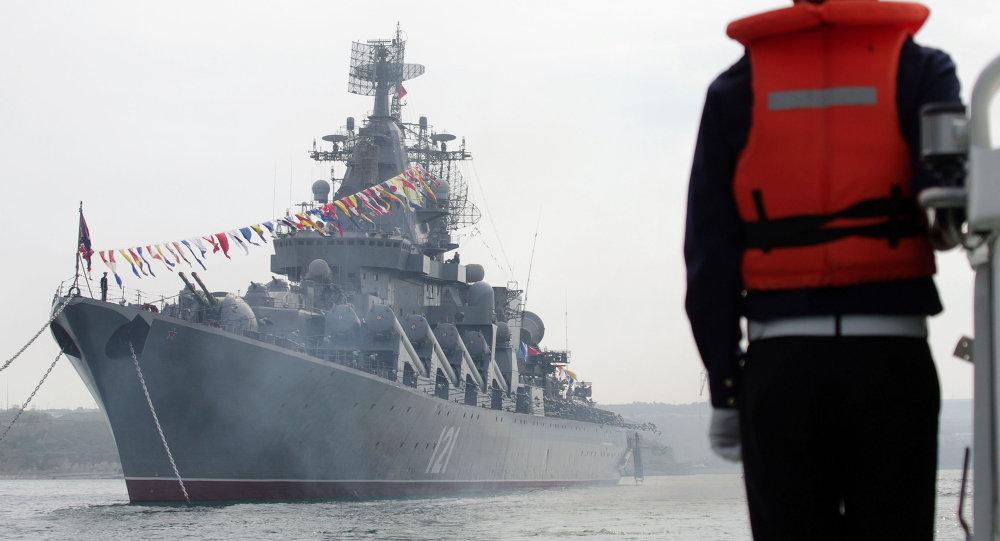 """بالصور... طراد """"موسكو"""" الجبار يقتحم بحار العالم بصواريخ """"إس – 400""""   1015075318"""