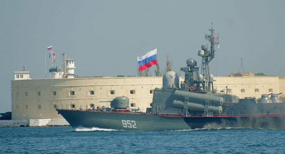 روسيا  تسلم  مصر  سفينة  صواريخ 1015313328