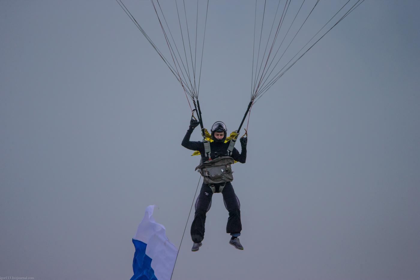 Выброс флага, во время полёта, из контейнера запасного парашюта! Web