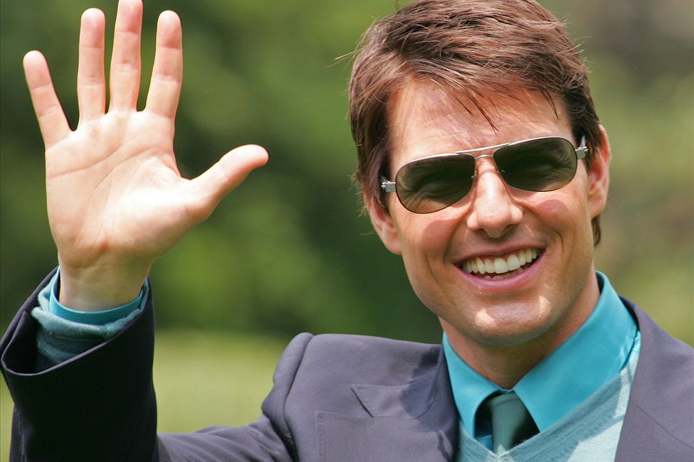Tom Cruise... (high five) 634593852621057622_rtr1en8q