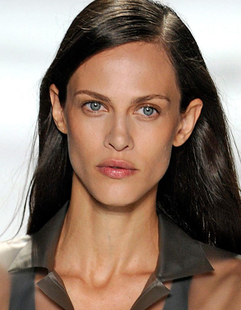 de beaux yeux bleus à trouver Martin 20 juillet trouvé par Martine Le-top-Aymeline-Valade-ce-qui-la-rend-belle