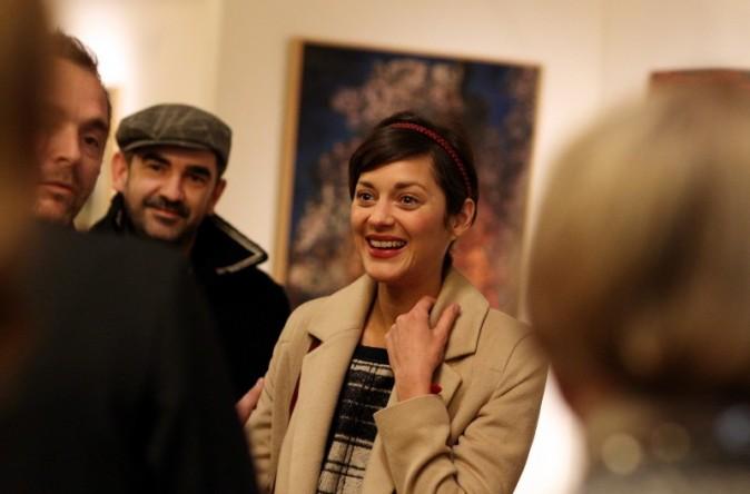 Discussion sur l' Etoile de TF1 du 26 janvier  2015 Marion-Cotillard-lors-du-vernissage-de-l-exposition-de-Florence-Cassez-a-Paris-6-decembre-2012_portrait_w674