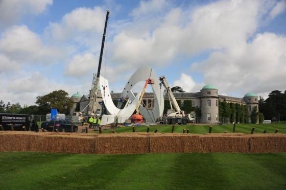[EXPOSITION] Festival of Speed - Goodwood 2012 La-sculpture-Lous-en-cours-de-montage-%C3%A0-Goodwood-560x372