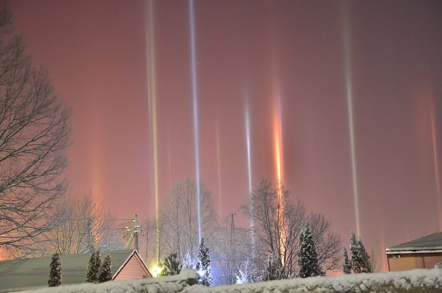 "Photographer Captures Amazing ""Pillars Of Light"" 4"