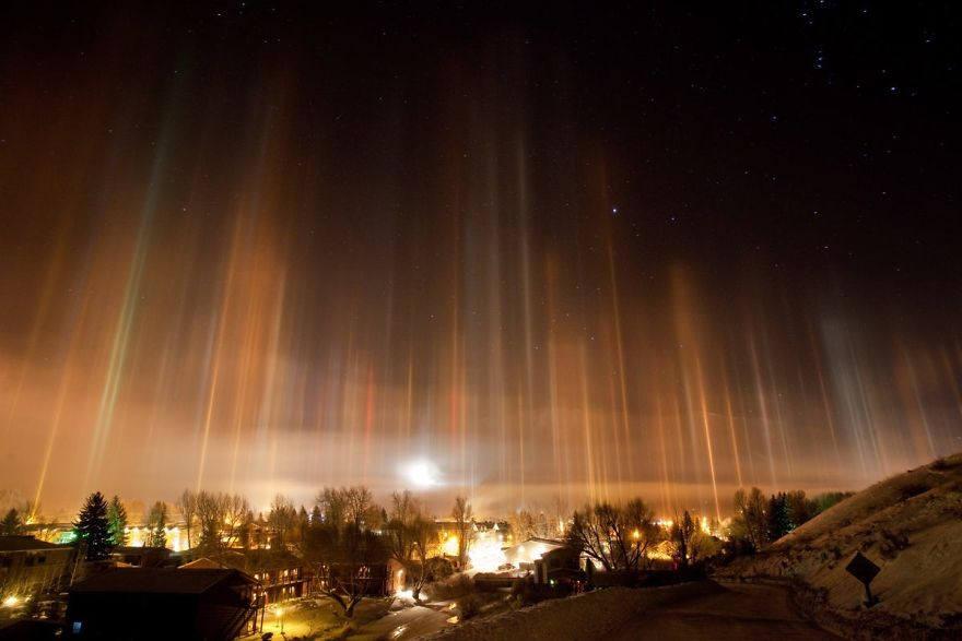"Photographer Captures Amazing ""Pillars Of Light"" 5"