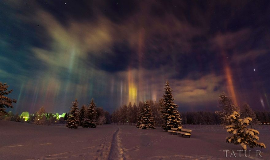 "Photographer Captures Amazing ""Pillars Of Light"" 7"
