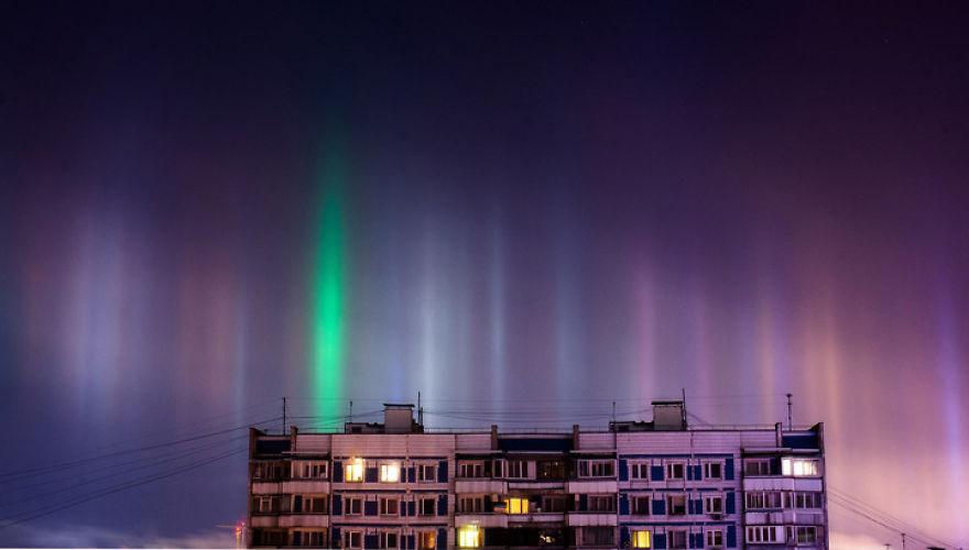 "Photographer Captures Amazing ""Pillars Of Light"" 9"