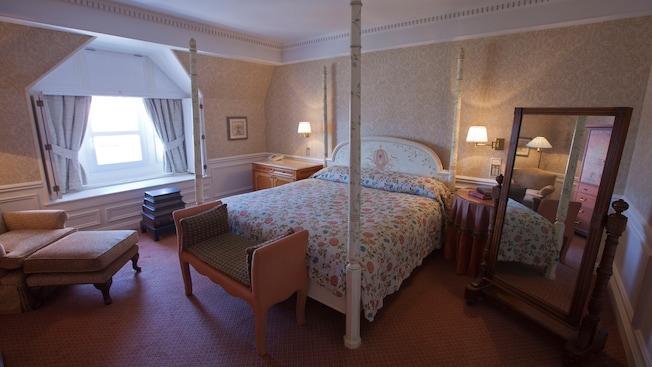 Castle Club al Disneyland Hotel N015536_2020oct01_disneyland-hotel-suite-cendrillon_16-9