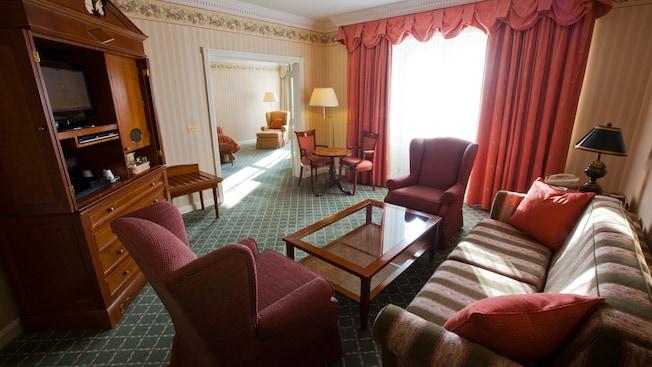 Castle Club al Disneyland Hotel N019059_2021sep01_disneyland-hotel-tinkerbell-suite_16-9