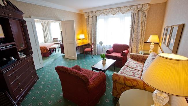 Castle Club al Disneyland Hotel N019081_2021sep01_disneyland-hotel-junior-suite_16-9
