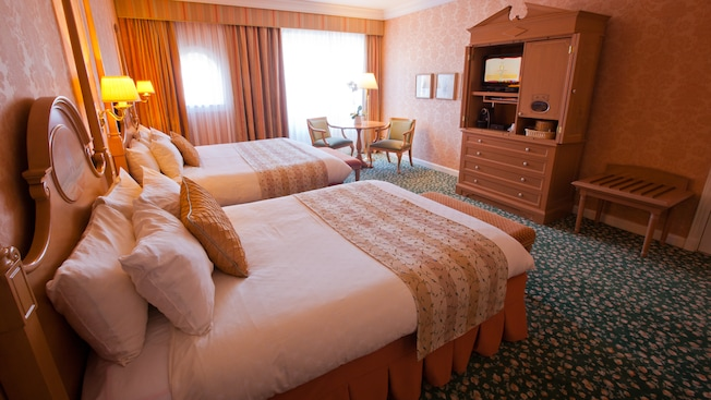 Castle Club al Disneyland Hotel N019128_2021sep01_disneyland-hotel-castle-club-park-view-rooms-for-four-people_16-9