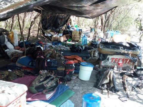 Aseguran armas y vehículos en campo de adiestramiento clandestino del narco 1752957