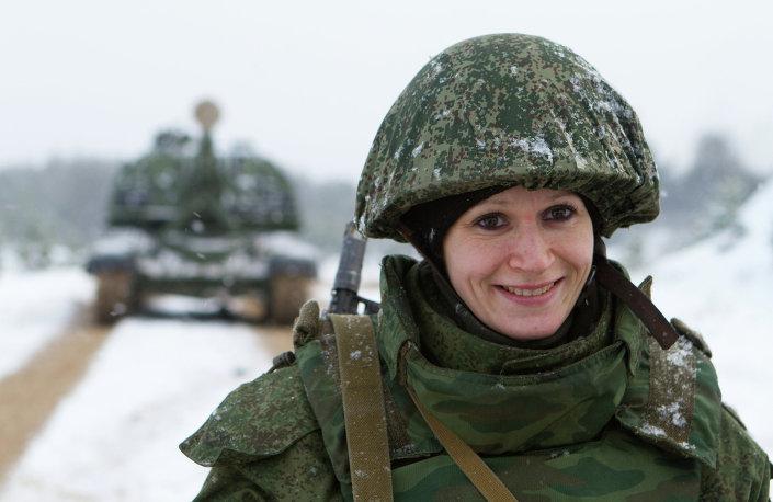 بالصور : 5 اسباب تدفع الفتيات للالتحاق بالجيش الروسى   1013652535