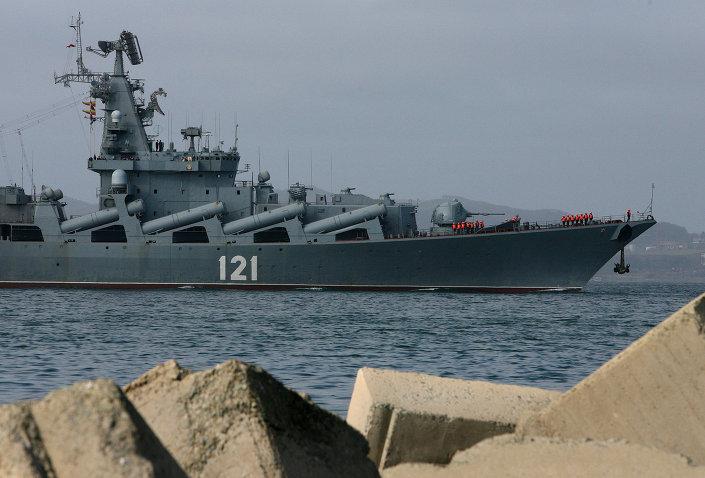 """بالصور... طراد """"موسكو"""" الجبار يقتحم بحار العالم بصواريخ """"إس – 400""""   1014553131"""