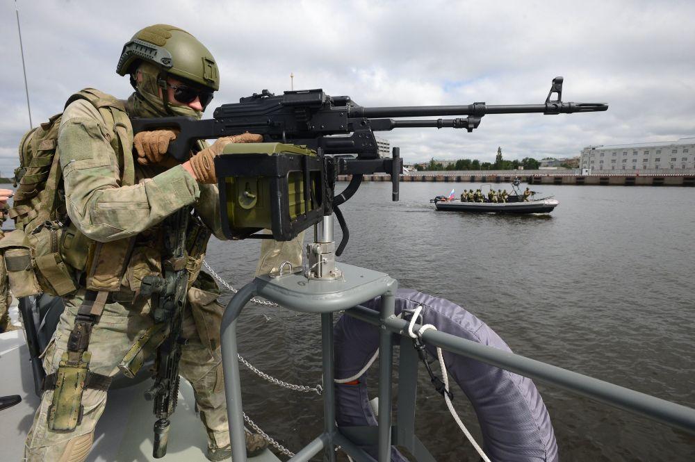 المعرض الدولي العسكري البحري في مدينة سان بطرسبورغ  1014826143