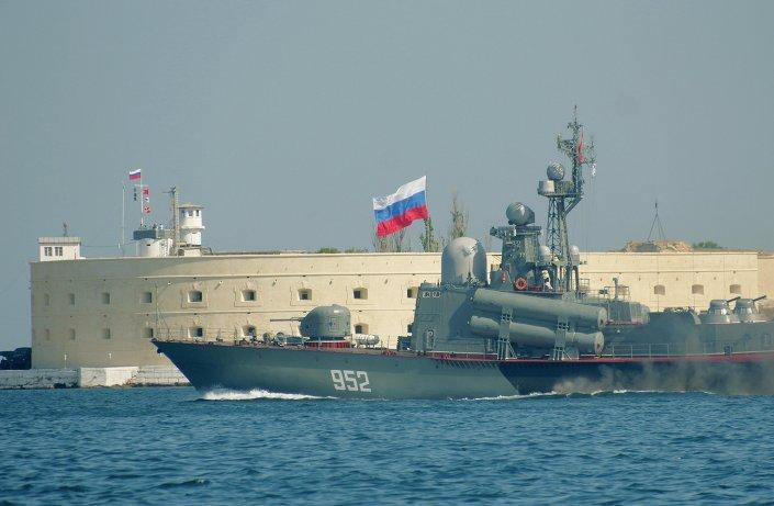 """بالصور.. شاهد وتعرف على سفينة """"إر – 32"""" الروسية الحاملة لصواريخ """"موسكيت"""" التى حصلت عليها مصر   1015313381"""