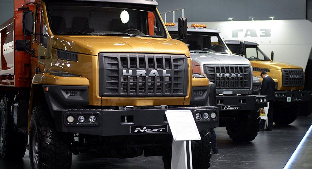 تدرس وزارة الصناعة والتجارة الروسية إمكانية تصنيع سيارات شحن في مصر. 1016569039