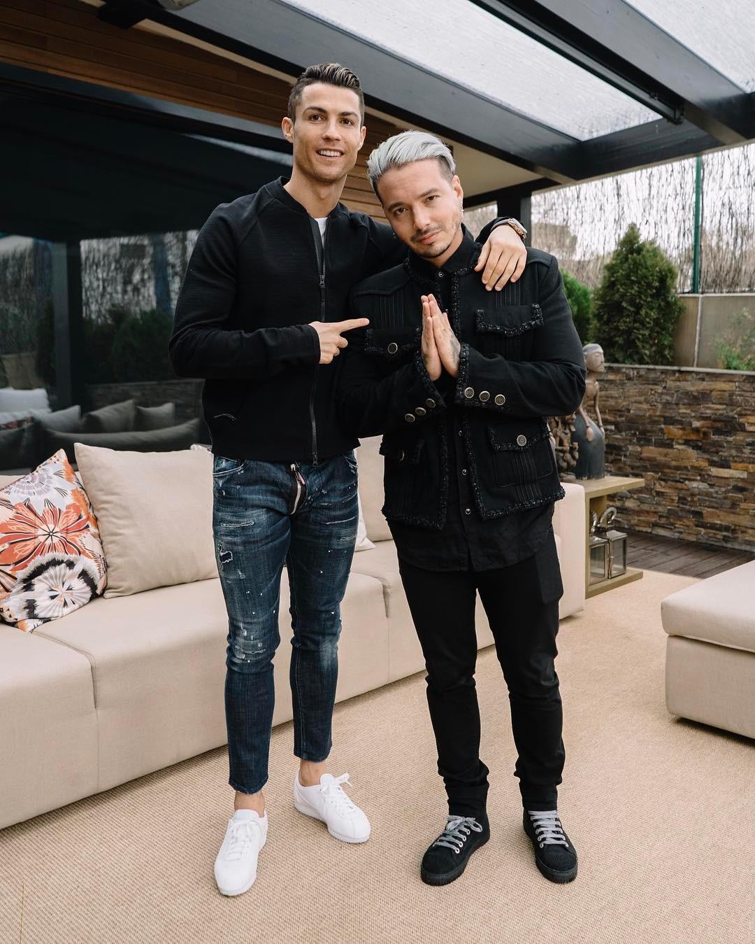 ¿Cuánto mide J Balvin? - Altura - Real height J-Balvin-y-Cristiano-Ronaldo-unidos-por-una-marca-de-relojes