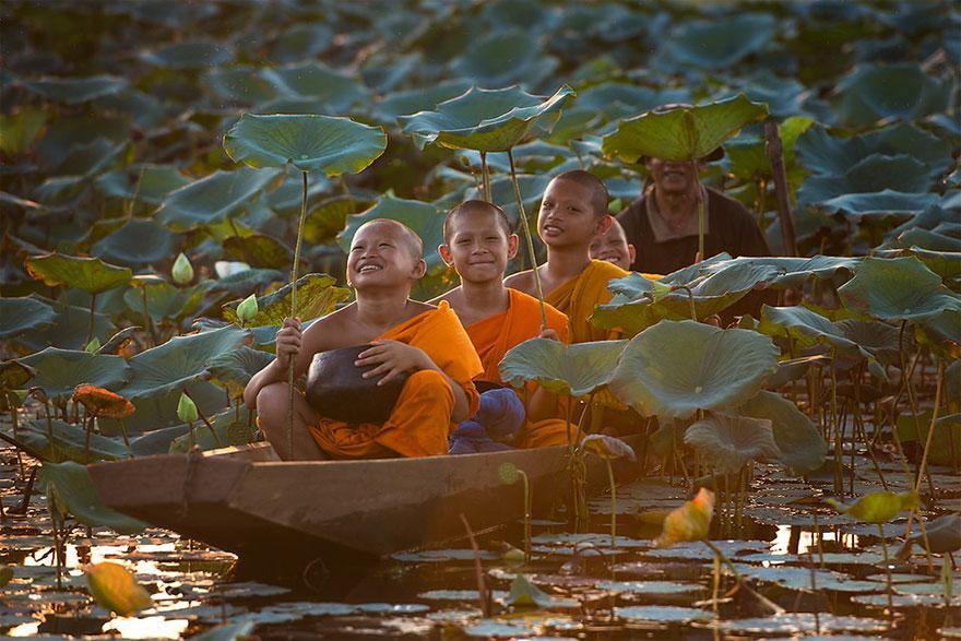 Bienvenidos al nuevo foro de apoyo a Noe #221 / 06.02.15 ~ 08.02.15 - Página 2 Children-around-the-world-18