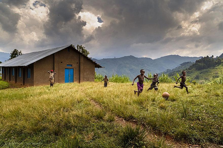 Bienvenidos al nuevo foro de apoyo a Noe #221 / 06.02.15 ~ 08.02.15 - Página 2 Children-around-the-world-19