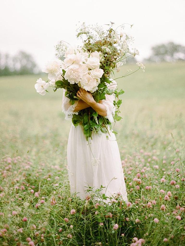 Une nouvelle fleur en plein questionnement - Page 5 Bouquet-de-fleurs-blanches-printanieres