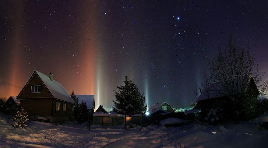 "Photographer Captures Amazing ""Pillars Of Light"" 3"