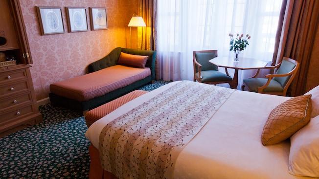 Castle Club al Disneyland Hotel N019117_2021sep01_disneyland-hotel-castle-club-park-view-rooms-for-two-people_16-9