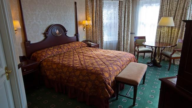 Castle Club al Disneyland Hotel N019087_2021sep01_disneyland-hotel-junior-suite_16-9