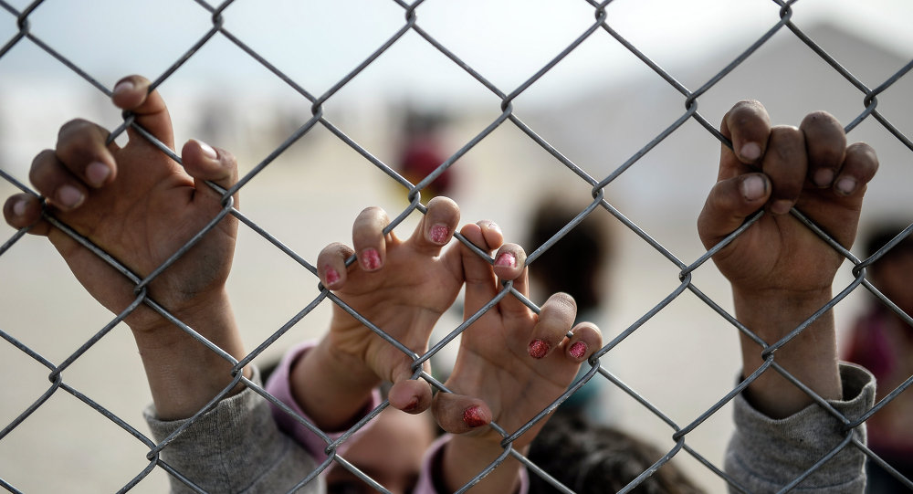 BOTH SIDES OF THE REFUGEE CRISIS IN EUROPE 1024122220