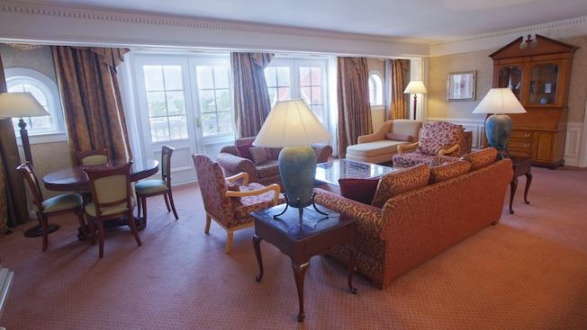 Castle Club al Disneyland Hotel N015531_2020oct01_disneyland-hotel-suite-cendrillon_16-9