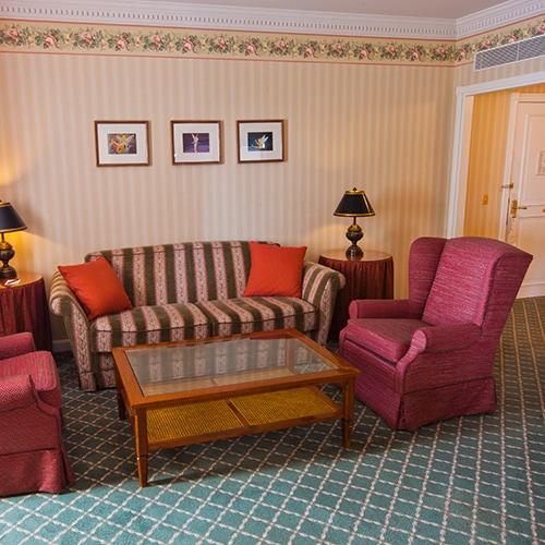 Castle Club al Disneyland Hotel N019063_2021sep01_disneyland-hotel-tinkerbell-suite_1-1