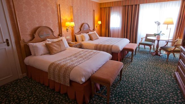 Castle Club al Disneyland Hotel N019125_2021sep01_disneyland-hotel-castle-club-park-view-rooms-for-four-people_16-9
