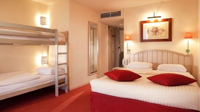 Kyriad Hotel (***) N022361_2021apr30_world_kyriad-hotel-family-room_16-9