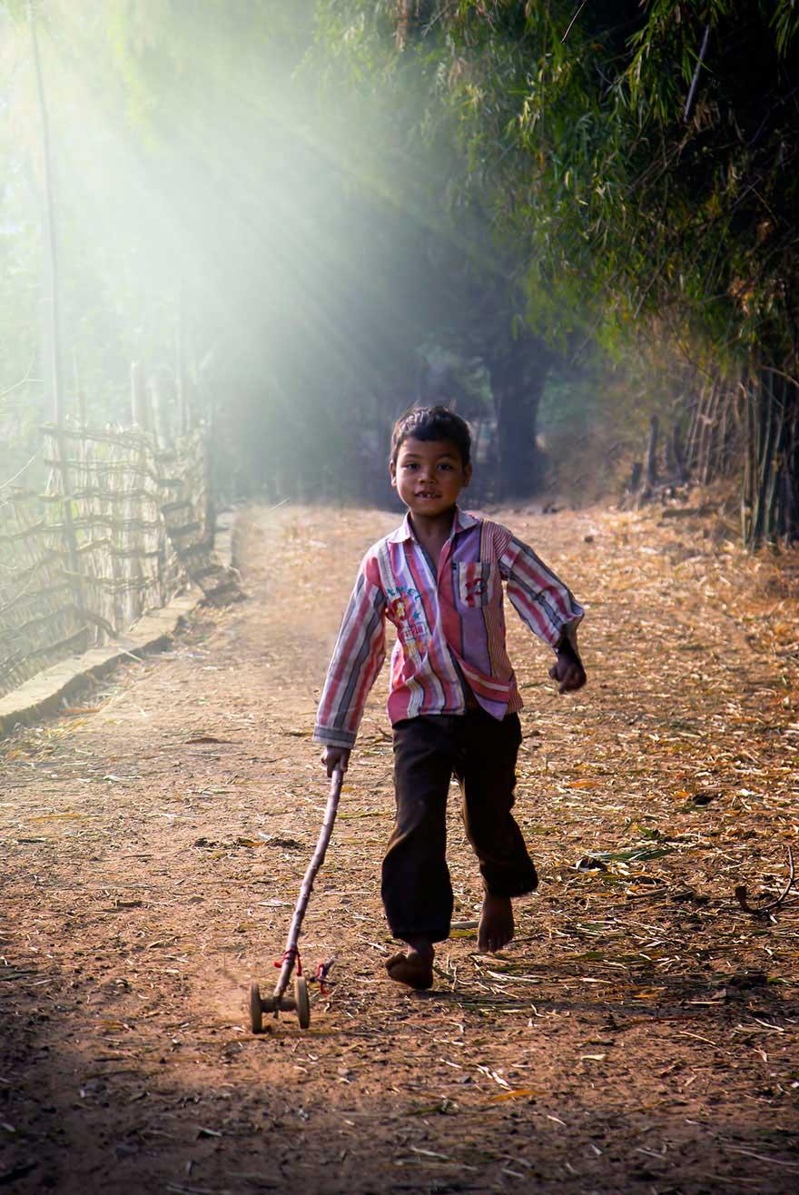 Bienvenidos al nuevo foro de apoyo a Noe #221 / 06.02.15 ~ 08.02.15 - Página 2 Children-around-the-world-15