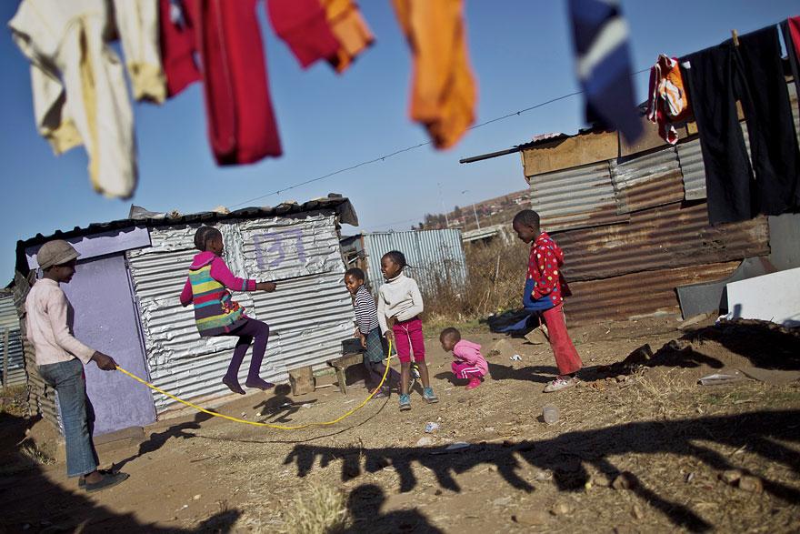 Bienvenidos al nuevo foro de apoyo a Noe #221 / 06.02.15 ~ 08.02.15 - Página 2 Children-around-the-world-55