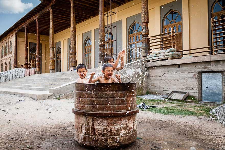 Bienvenidos al nuevo foro de apoyo a Noe #221 / 06.02.15 ~ 08.02.15 - Página 2 Children-around-the-world-9
