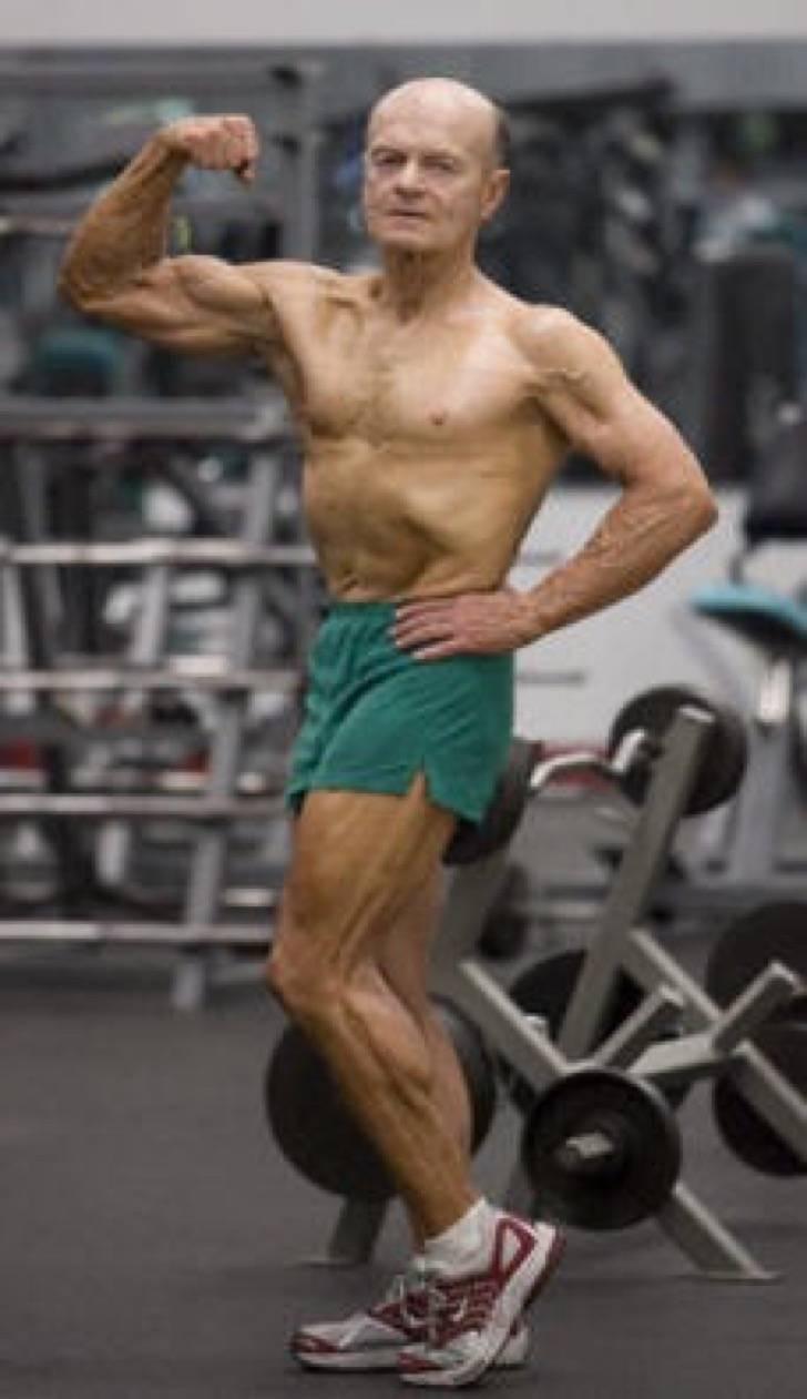 """Clarence Bass, un """"anciano"""" de 80 años Clarence-Bass-by-Laszlo-Bencze-at-70-Gym-2"""