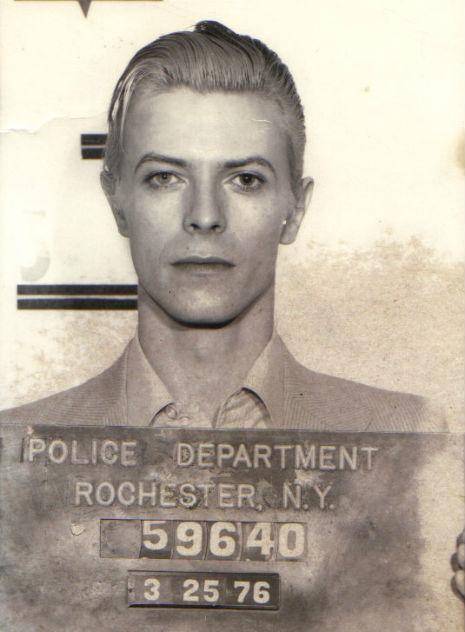 ¡BOWIE ES INMORTAL! - Página 4 Bowie-mug-shot