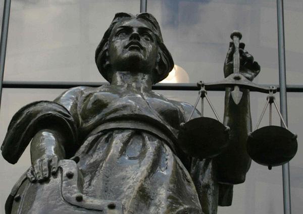 Верховный суд разрешил арестовывать единственное жилье должников 7_femida_zavr600_default