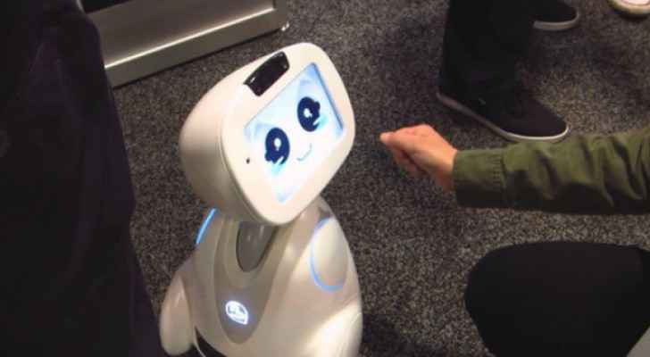 """روبوت يتعامل مع أطفال """"التوحد"""" وروبوت لطي الغسيل 111987"""