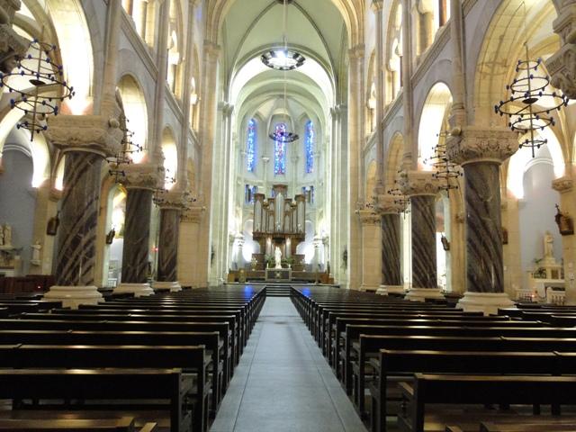 Tag 29 sur Forum catholique LE PEUPLE DE LA PAIX Eglise-paroissiale-interieur---OT-Lourdes