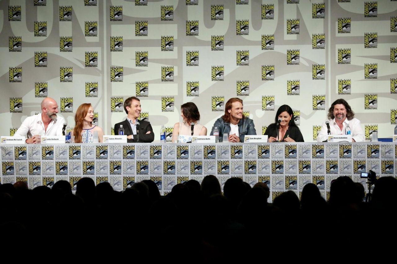 Outlander premiere  SDCC Caitriona-balfe-starz-outlander-press-panel-at-2014-comic-con-in-san-diego_4