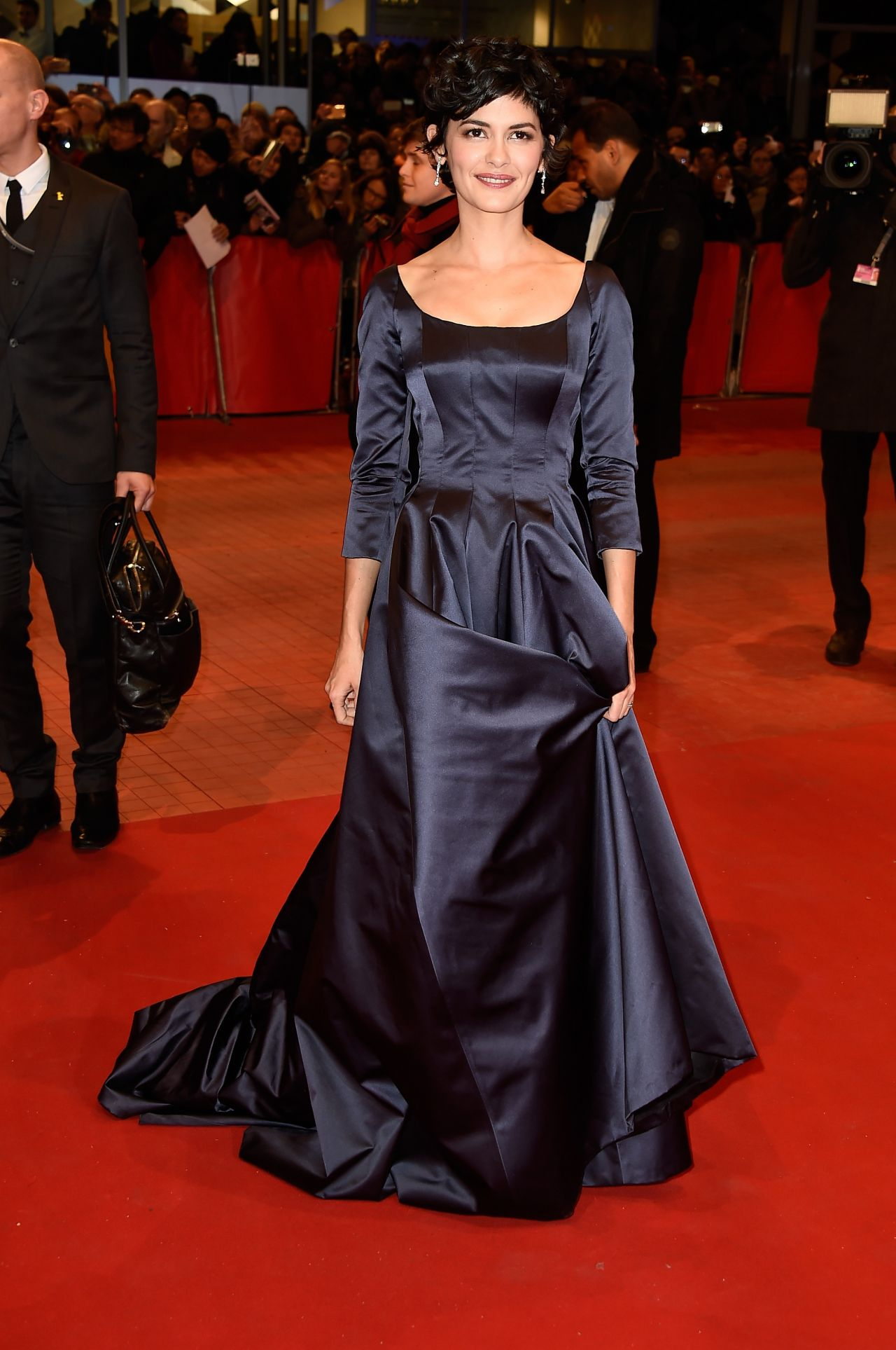 Французские знаменитости - Страница 5 Juliette-binoche-nobody-wants-the-night-premiere-at-2015-berlinale-international-film-festival_5