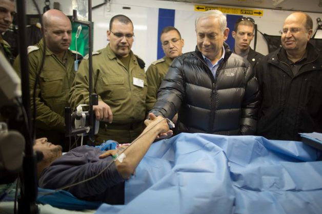 """ISIS """"Made In USA"""" Israeli-prime-minister-benjamin-netanyahu-next-to-a-wounded-mercenary-israeli-military-field-hospital-at-the-occupied-golan-heights-border-with-syria-18-february-2014"""