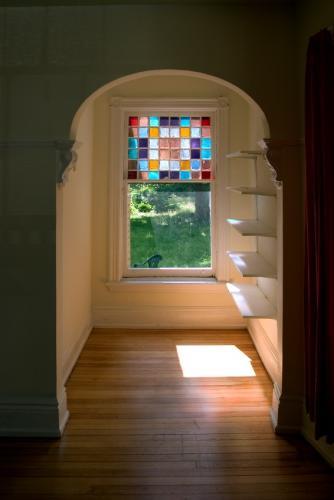 الزجاج الملون 104879-334x500-victorian-alcove