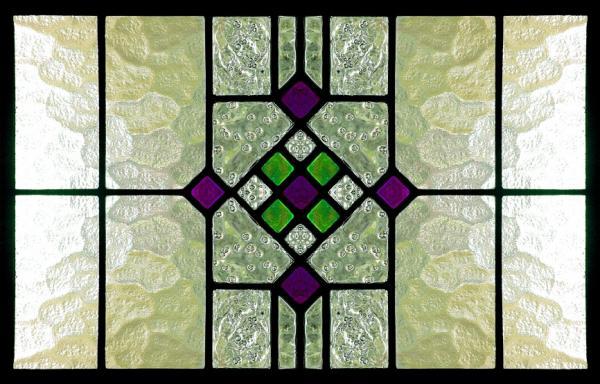 الزجاج الملون 104885-600x384-bungalow-stained-glass