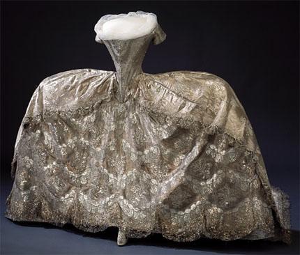 Robes du XVIIIe siècle Robe-couronnement1